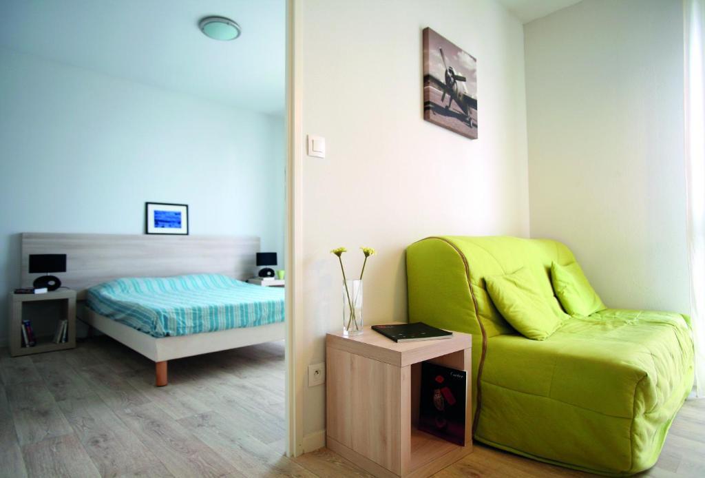 r sidence suiteasy lucien jonas valenciennes. Black Bedroom Furniture Sets. Home Design Ideas