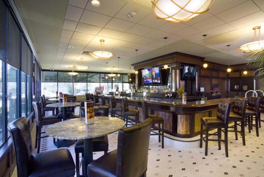 Doubletree By Hilton Hotel Cleveland Downtown Lakeside
