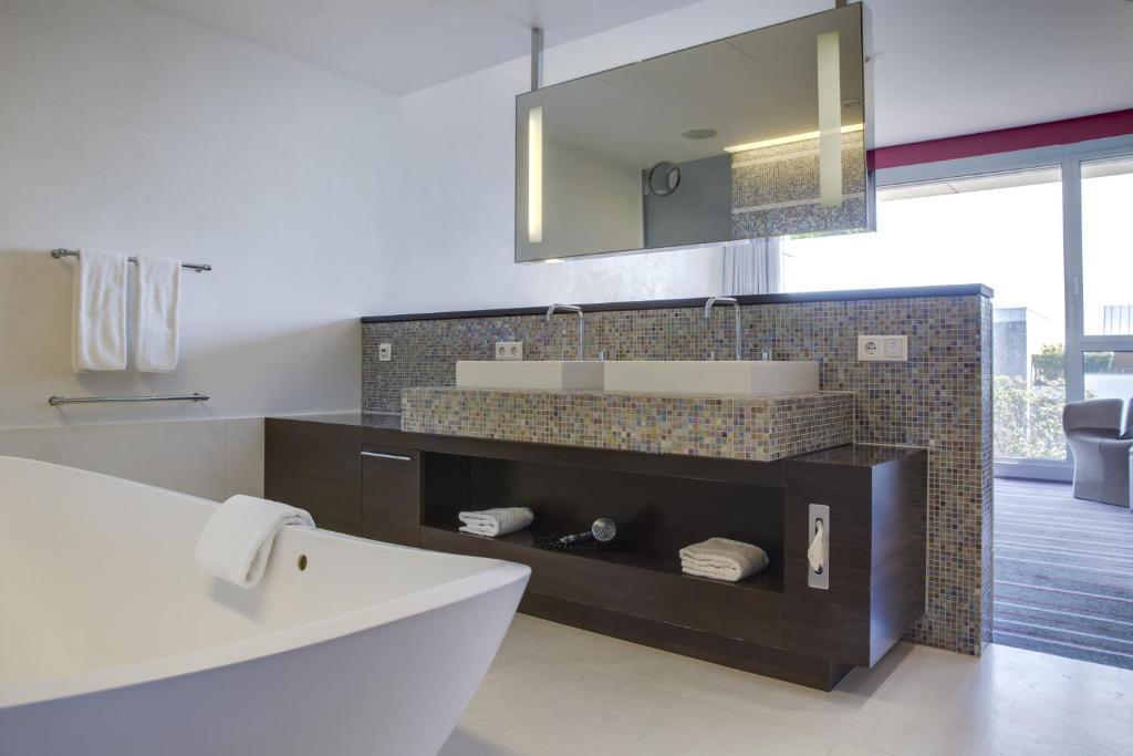 radisson blu media harbour hotel d sseldorf d sseldorf online booking viamichelin. Black Bedroom Furniture Sets. Home Design Ideas