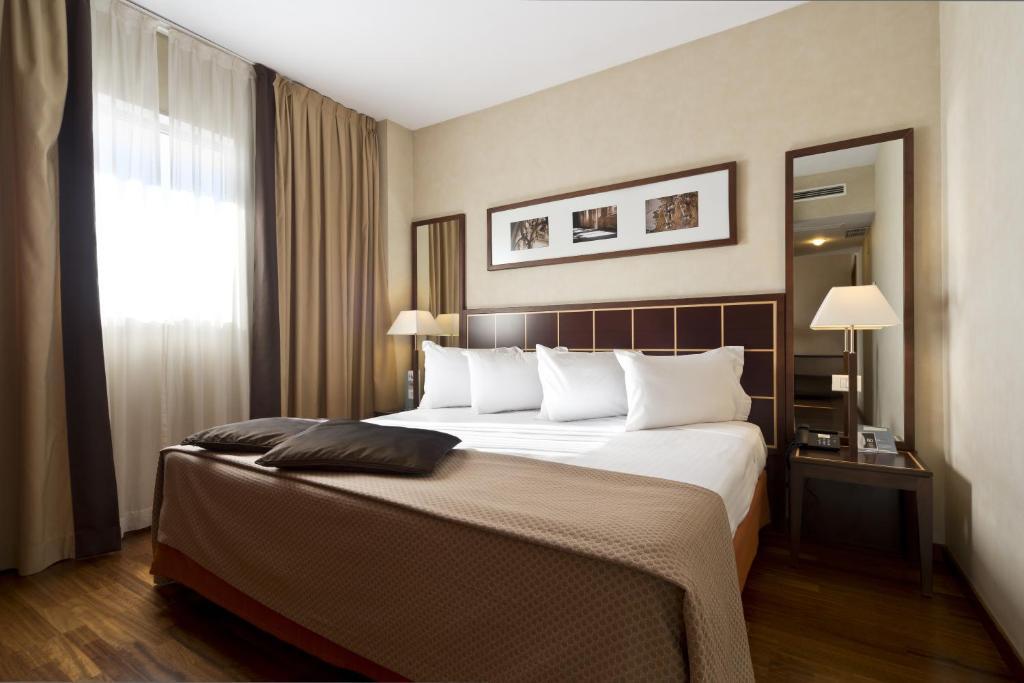 Cama ou camas em um quarto em Eurostars Toledo