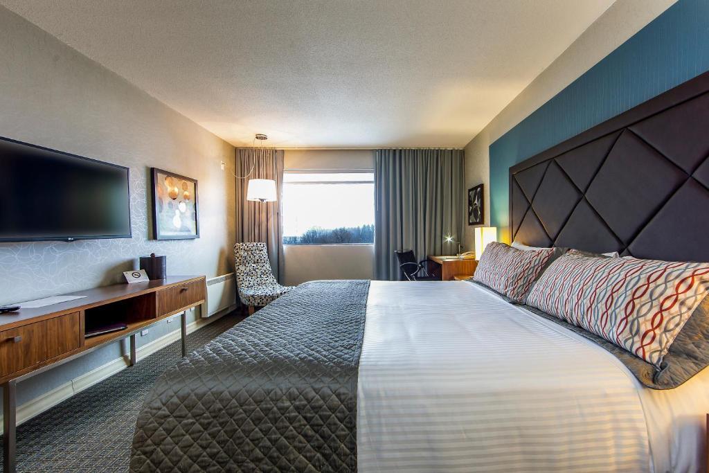 hotel universel montr al montr al book your hotel with viamichelin. Black Bedroom Furniture Sets. Home Design Ideas