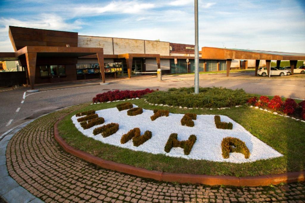 Motel piranha novara reserva tu hotel con viamichelin for Motel con piscina privada