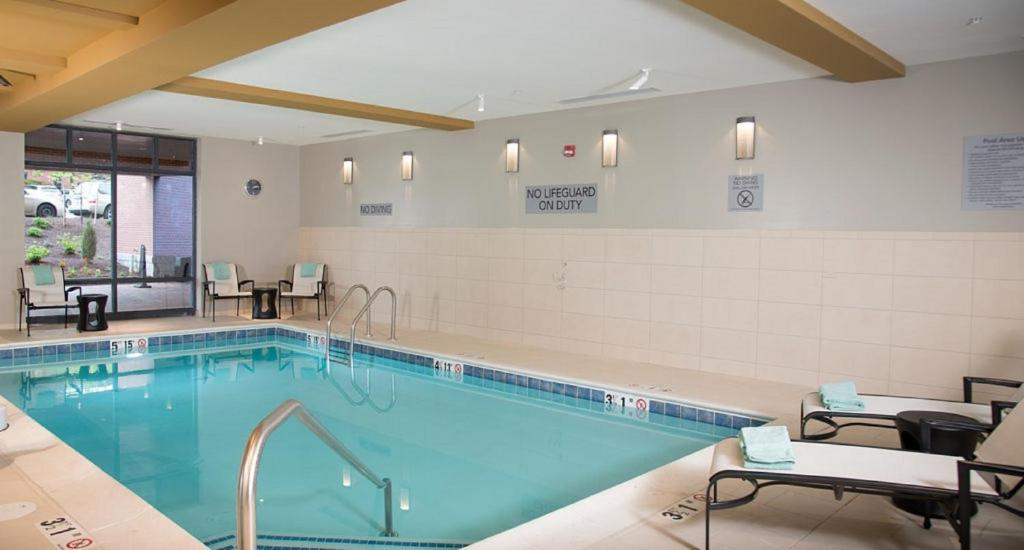 Courtyard by marriott portland downtown waterfront portland online booking viamichelin for Public swimming pools portland or