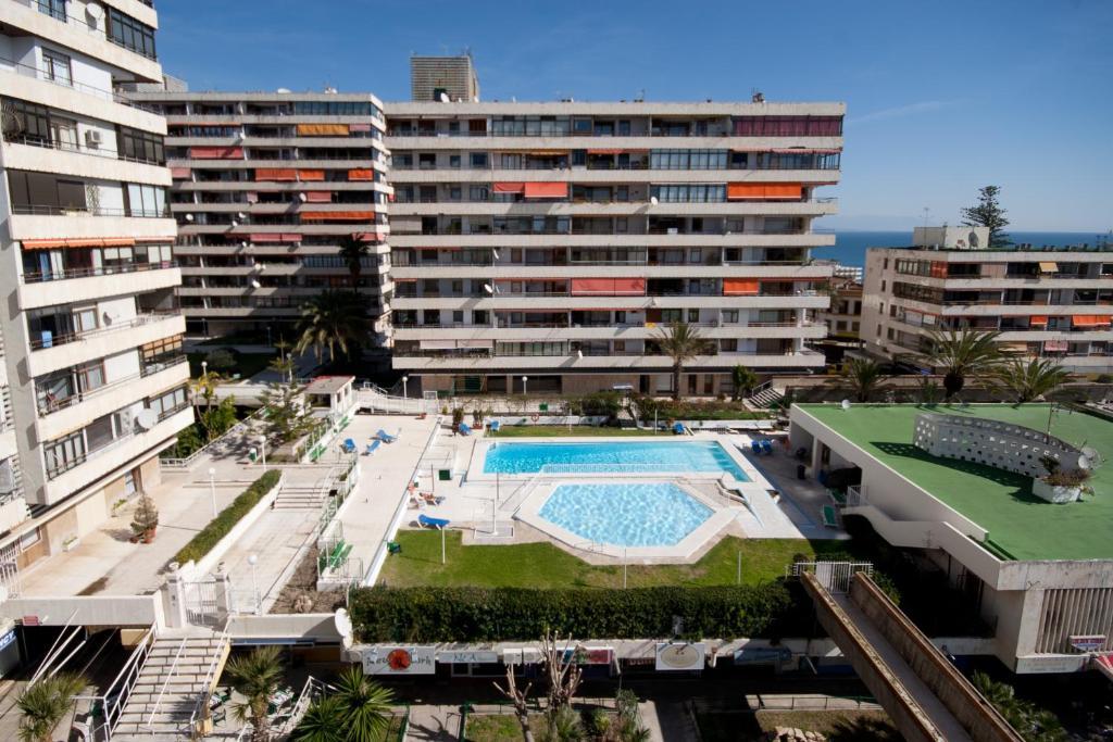 Apartamentos la nogalera torremolinos book your hotel with viamichelin - Apartamentos baratos torremolinos ...