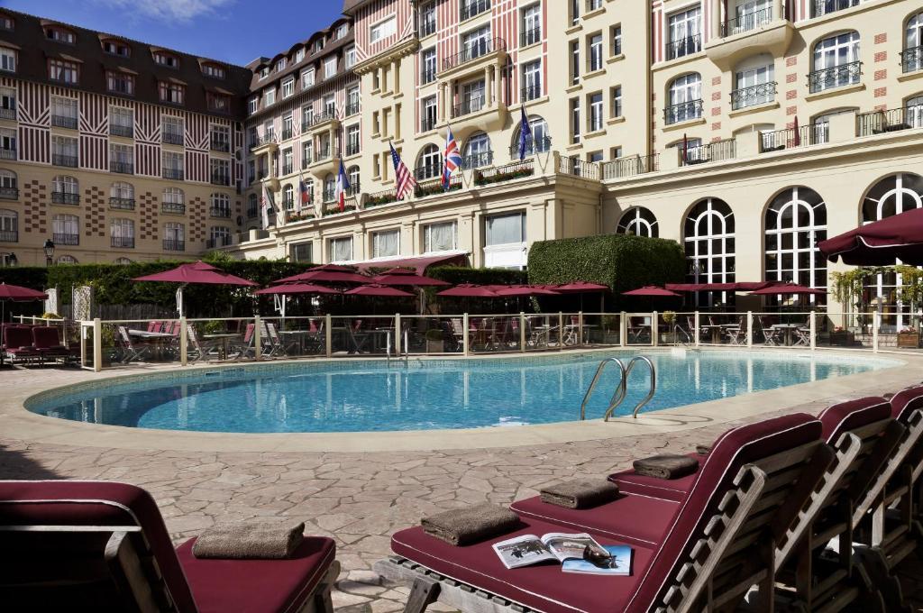 H tel barri re le royal deauville r servation gratuite for Piscine spa deauville