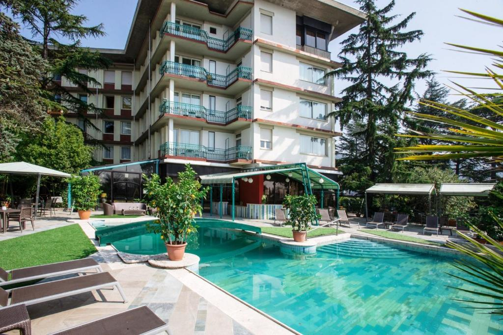 Grand hotel panoramic montecatini terme book your - Star italia bagni ...
