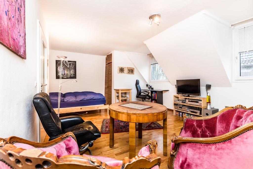 apartment k ln nippes cologne germany. Black Bedroom Furniture Sets. Home Design Ideas