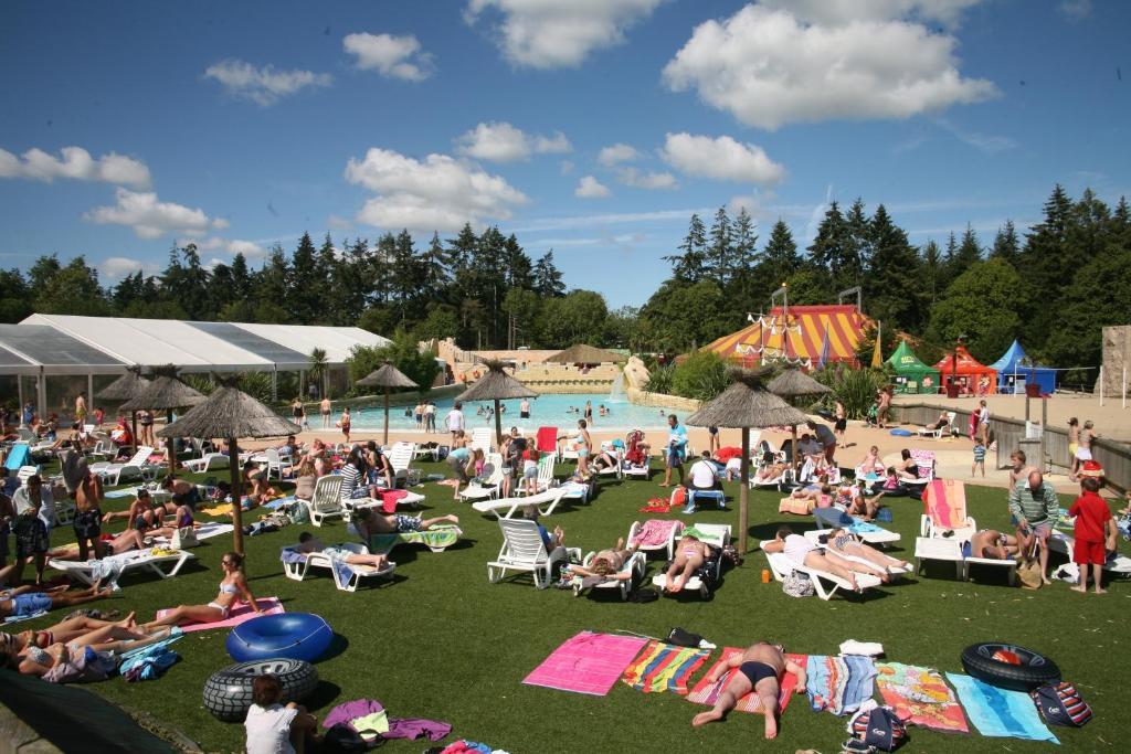 Safari tent holidays locations de vacances dol de bretagne - Piscine a dol de bretagne ...