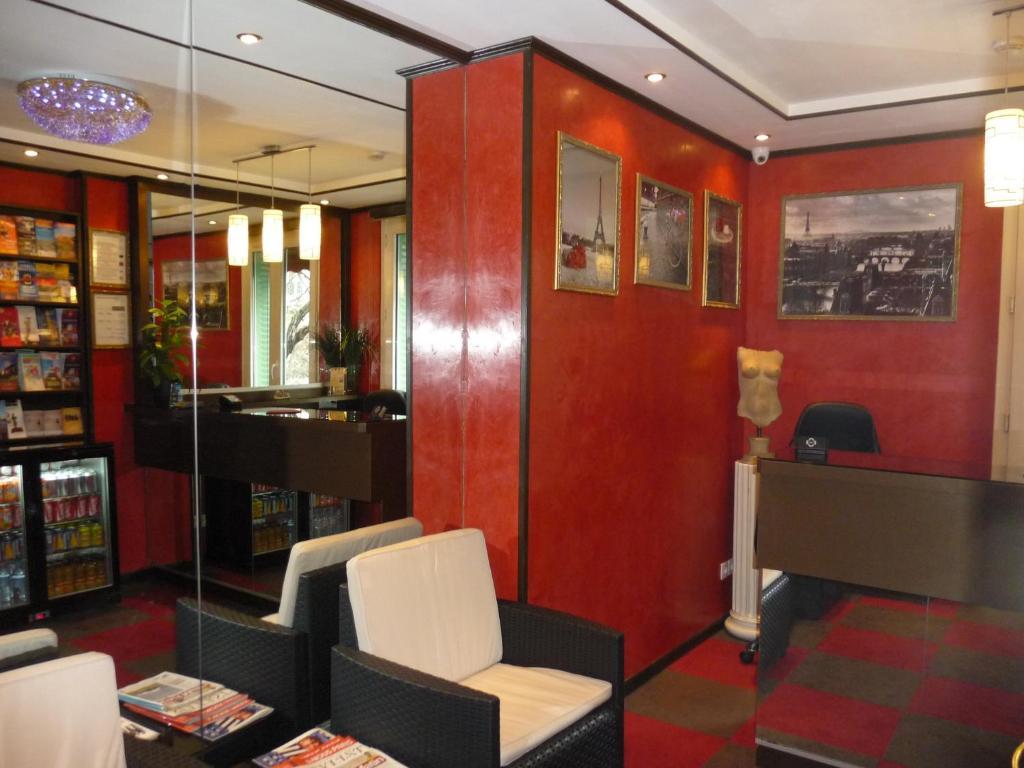 h tel des buttes chaumont le pr saint gervais prenotazione on line viamichelin. Black Bedroom Furniture Sets. Home Design Ideas