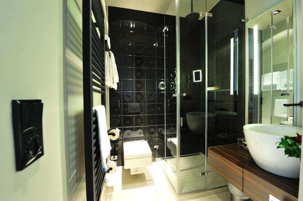 stage 47 d sseldorf viamichelin informatie en online reserveren. Black Bedroom Furniture Sets. Home Design Ideas