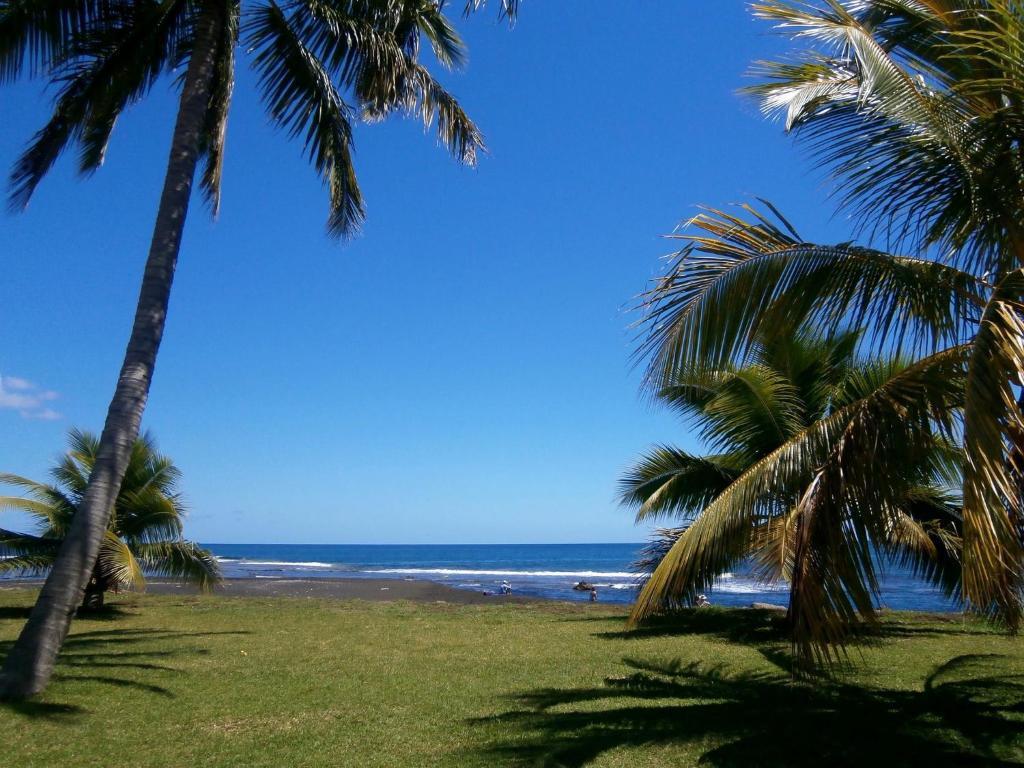 Villa far maoti by tahiti homes villa arue en for Chambre 13 tahiti plage mp3