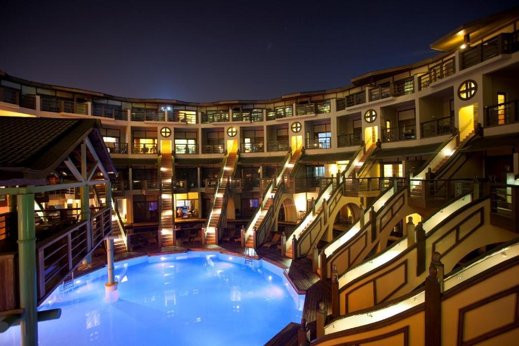 Limak lara de luxe hotel aksu book your hotel with for Hotel de luxe