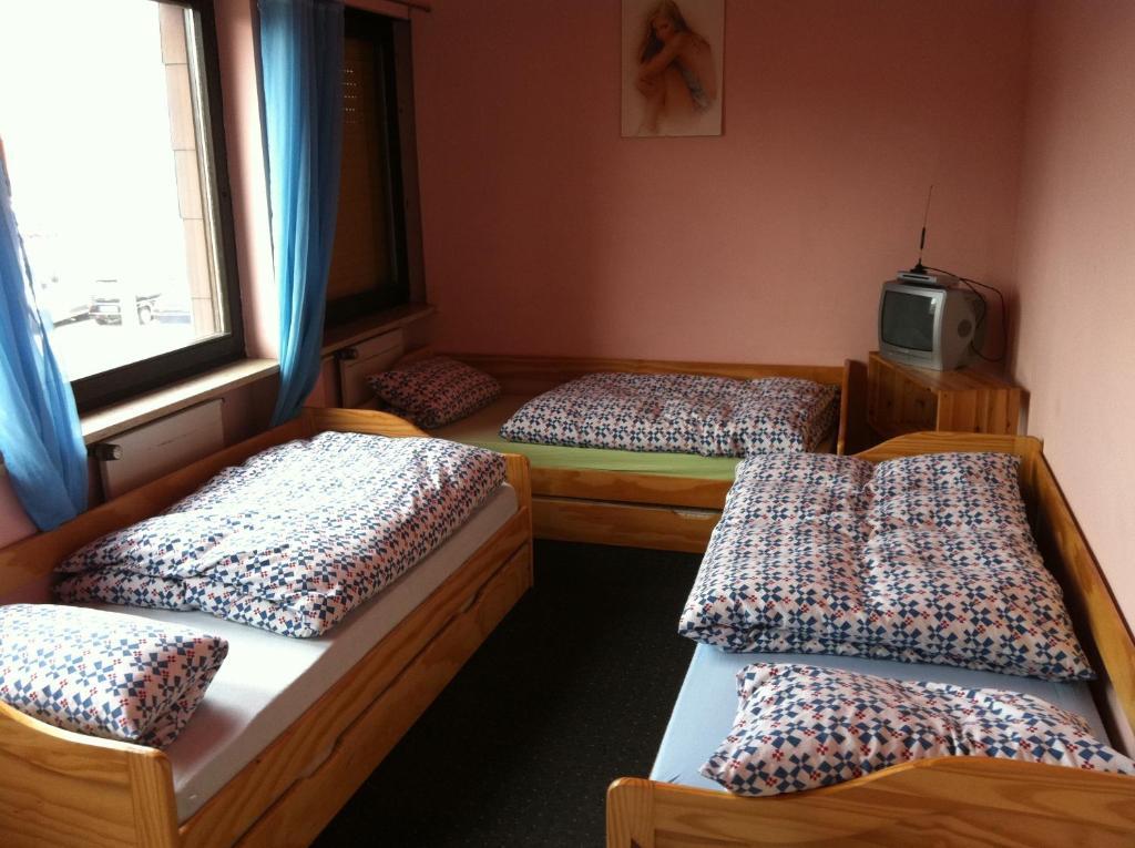 pension moldova n rnberg reserva tu hotel con viamichelin. Black Bedroom Furniture Sets. Home Design Ideas