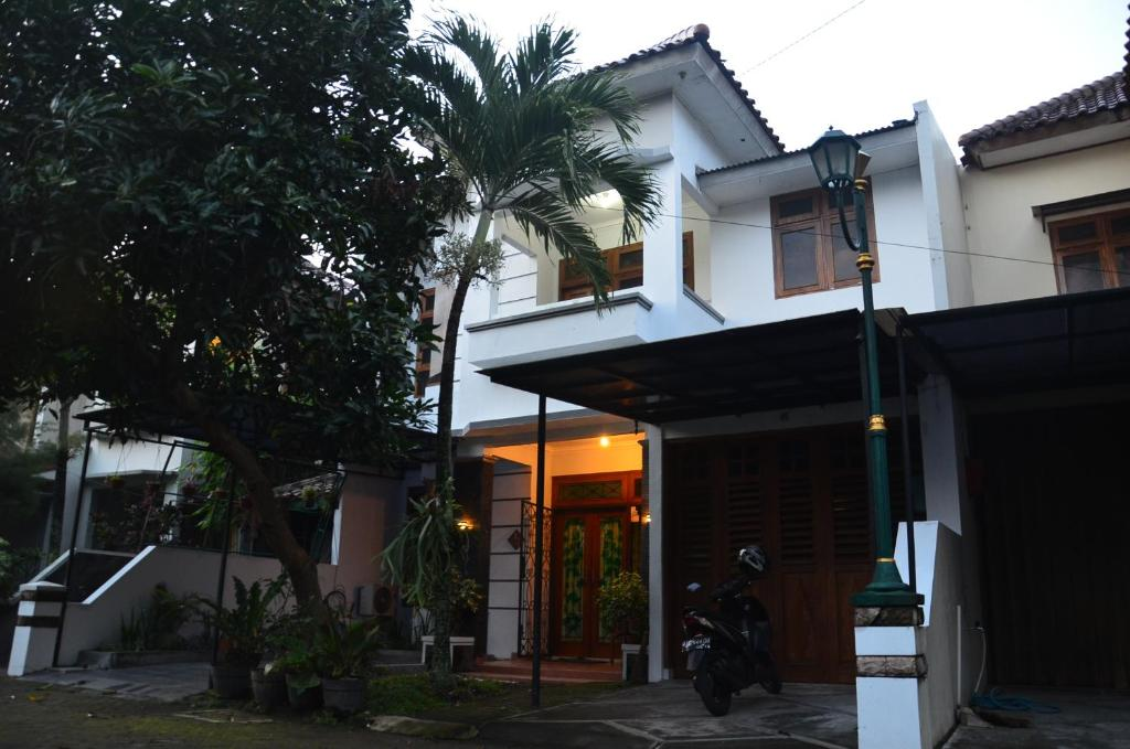 Rumah monjali yogyakarta sleman reserva tu hotel con for Terrace yogyakarta