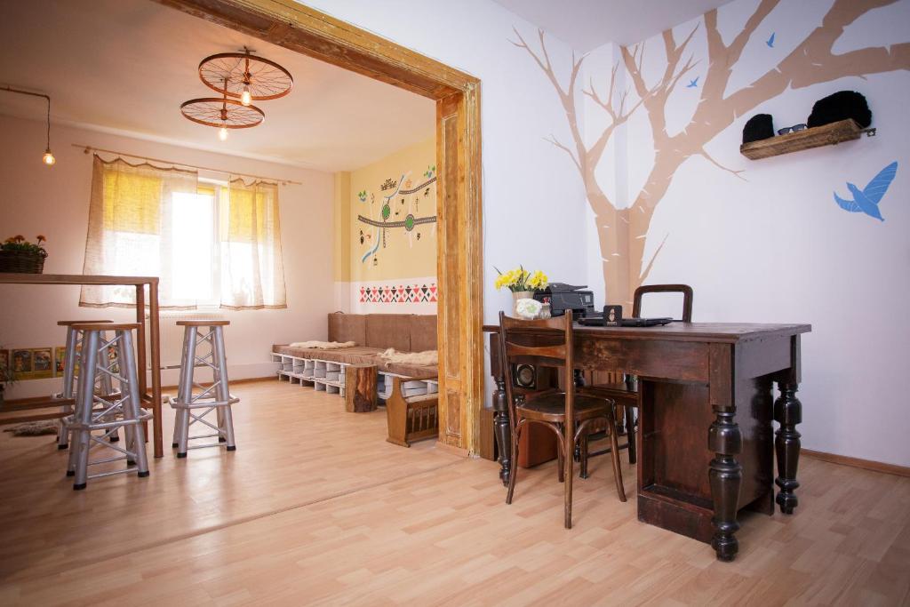 Resultado de imagen para ... Bucarest Bucur's Shelter Hostel, Bucarest