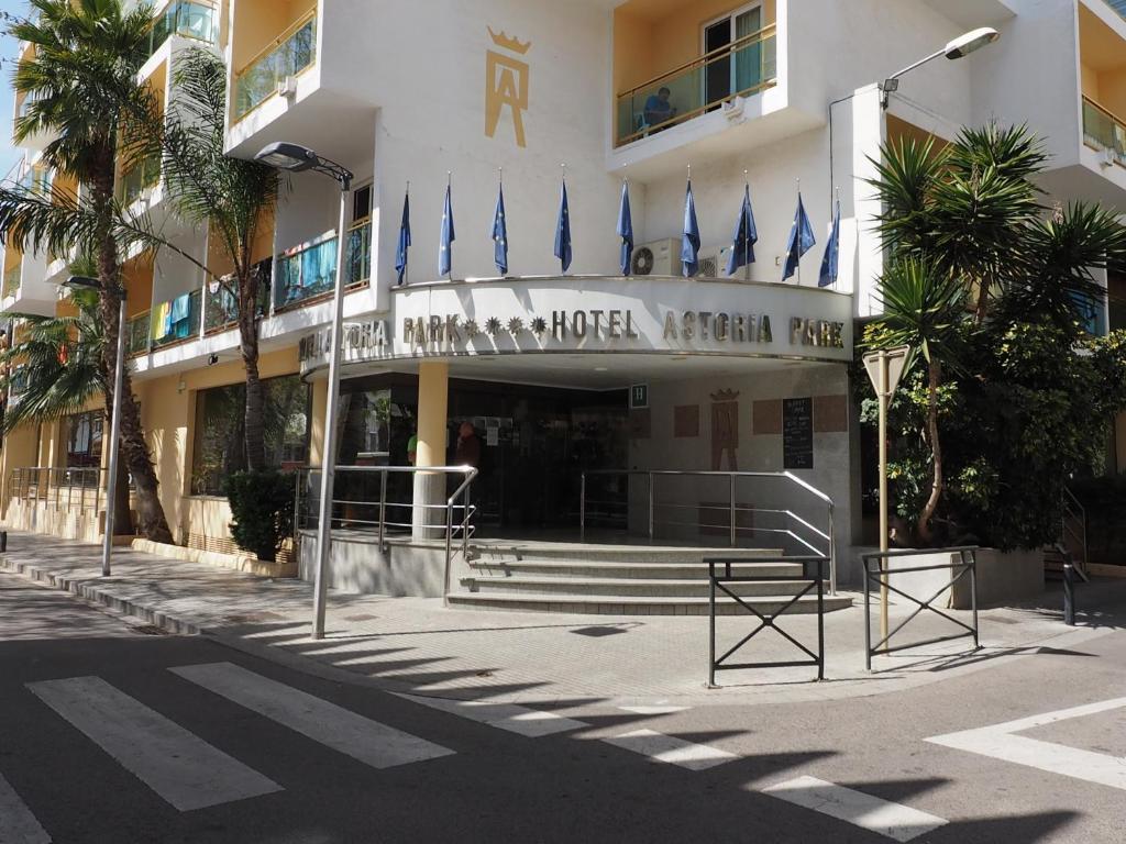 Hotel astoria park lloret de mar book your hotel with for Astoria barcelona
