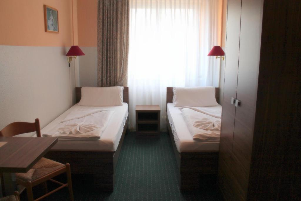 city hotel ansbach am kurf rstendamm berlin book your hotel with viamichelin. Black Bedroom Furniture Sets. Home Design Ideas