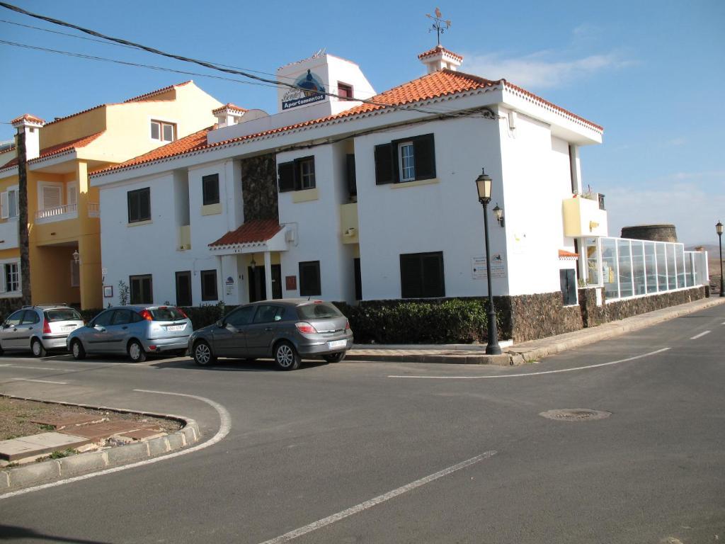 Apartamentos juan ben tez la oliva book your hotel with viamichelin - Apartamentos baratos fuerteventura ...