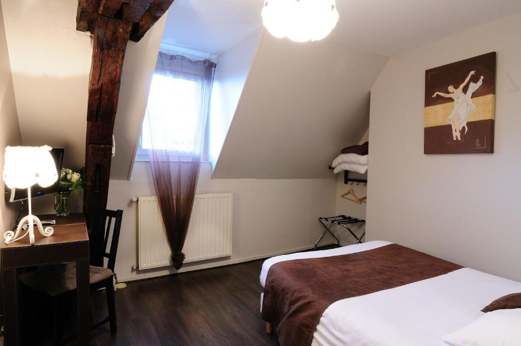 hotel du palais dijon. Black Bedroom Furniture Sets. Home Design Ideas