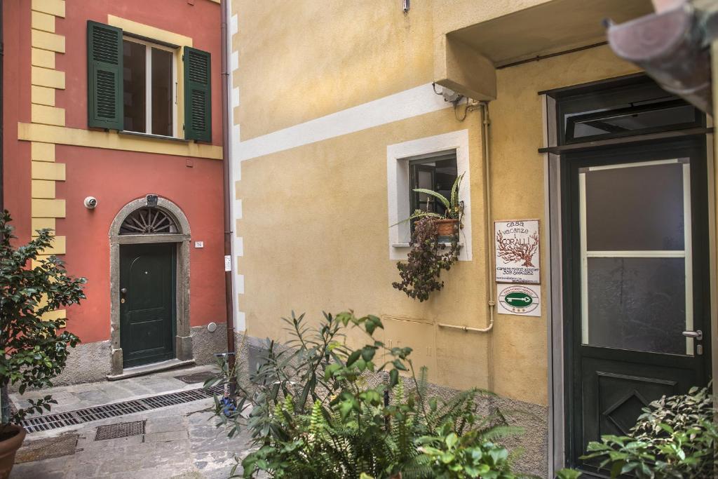 Chambres d 39 h tes i coralli rooms apartments chambres d 39 h tes monterosso al mare - Chambre d hote ligurie italie ...