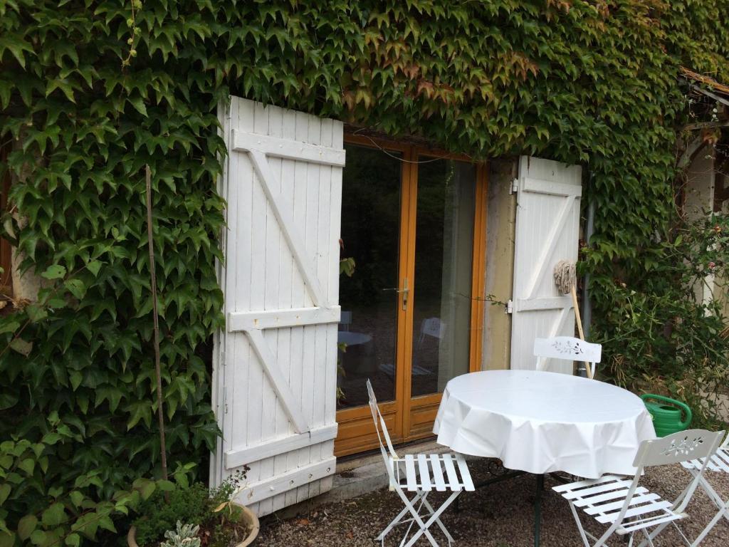 Maison d 39 tre locations de vacances brieux for Maison etre