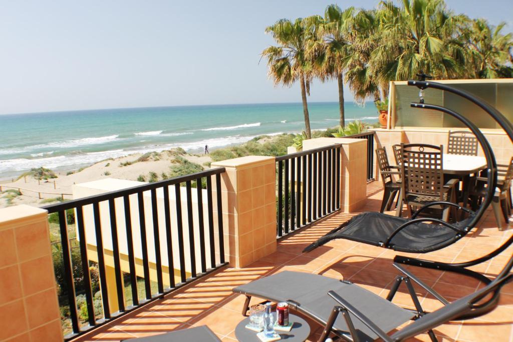 Apartment romana playa marbella spain for Jardines las golondrinas marbella