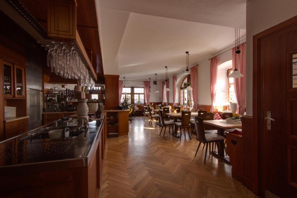 Gasthof b ren ochsenfurt reserva tu hotel con viamichelin for Art jardin ochsenfurt