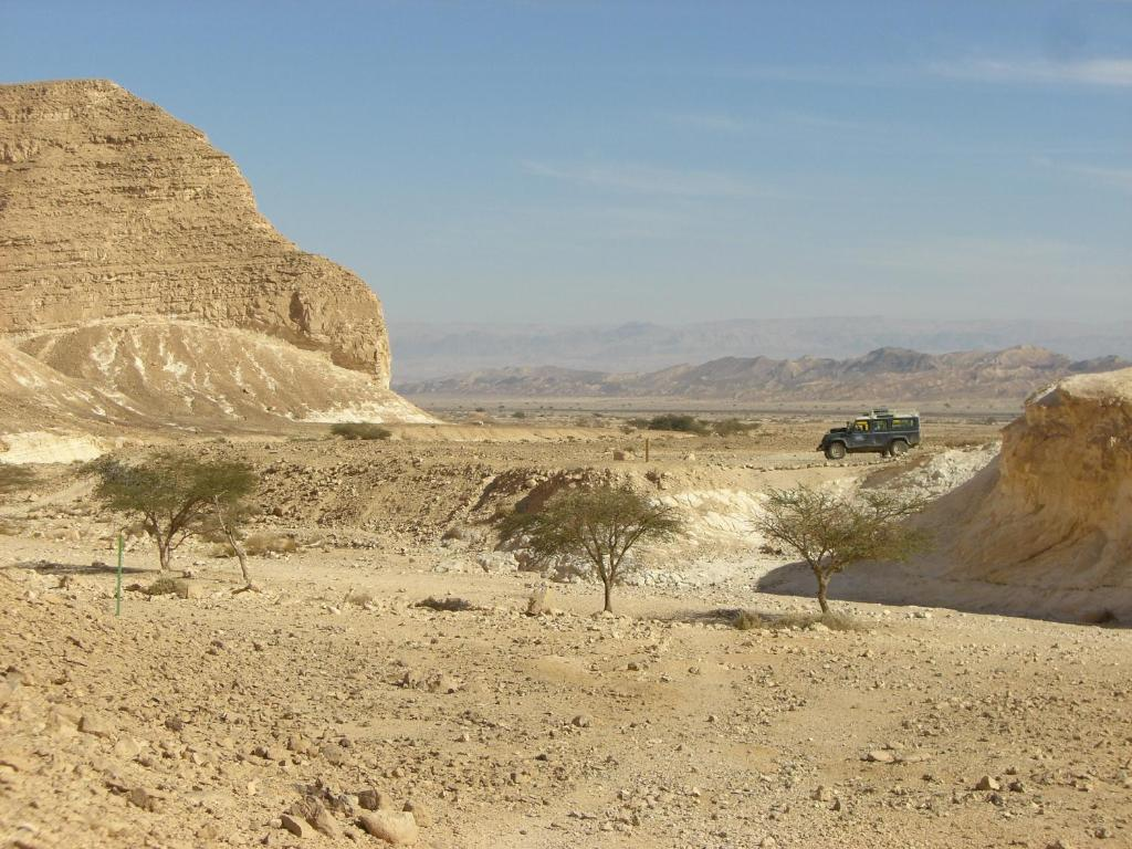 <div data-et-view=NAFQCDCcdXDPdFO:1</div שבילים במדבר