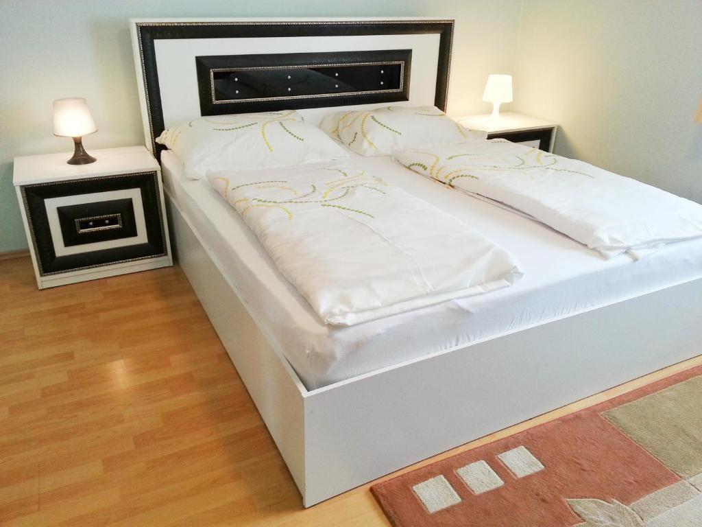Cama ou camas em um quarto em Pension Weisses Lamm