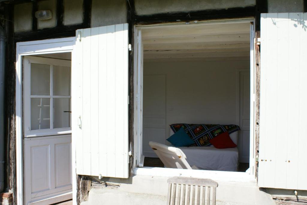 la chambre de maud chambres d 39 h tes chaise dieu du theil. Black Bedroom Furniture Sets. Home Design Ideas