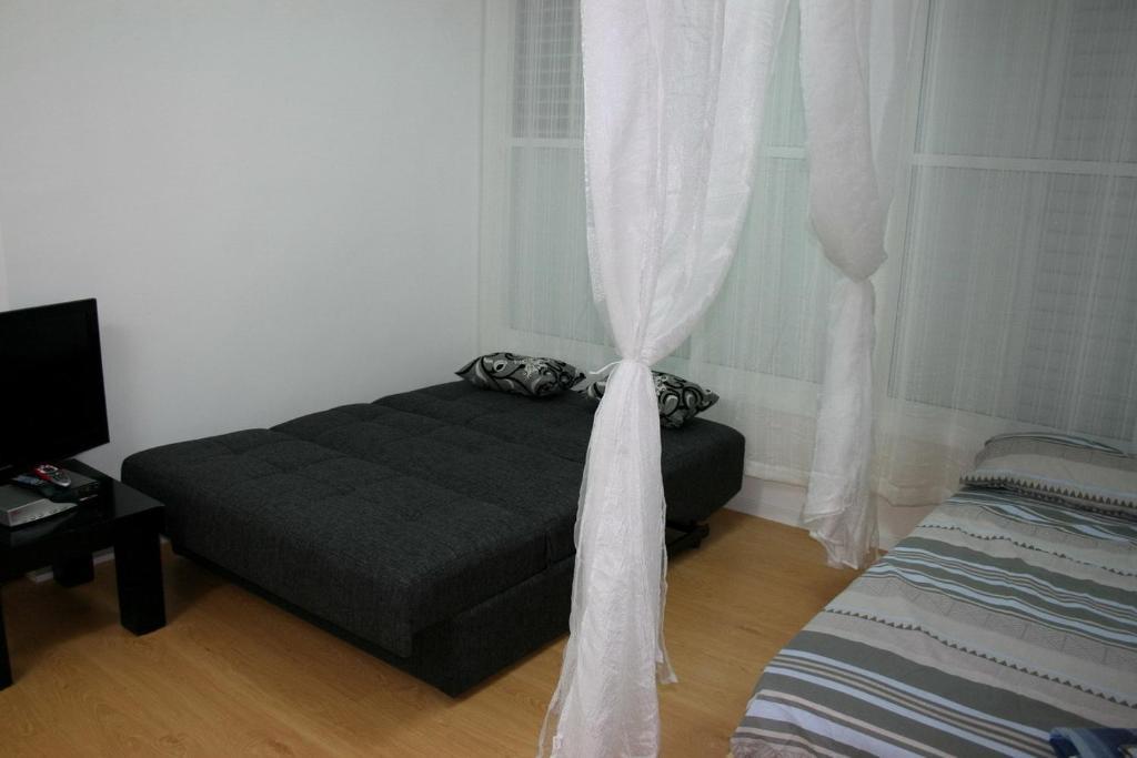 Снять однокомнатную квартиру в батяме дешево 2 месяца