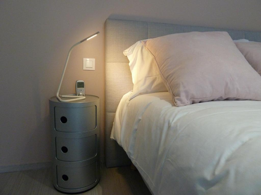 Apartments Studios Albri Apartment In Fontenay Sous Bois In Le  # Meuble Armoire Et Bahiou En Bois