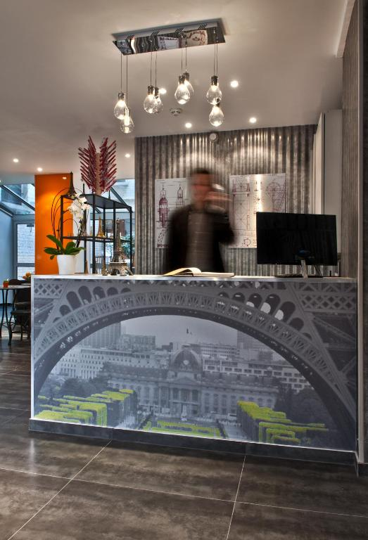 Hotel alpha paris tour eiffel by patrick hayat for Reservation hotel gratuite paris