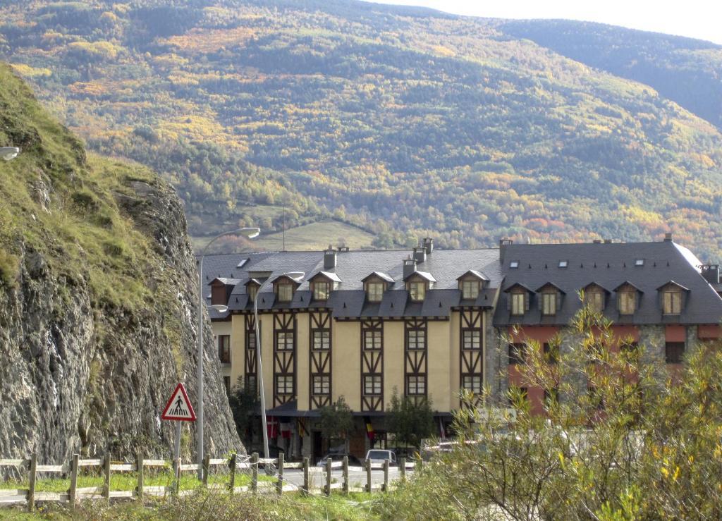 San marsial benasque hotel benasque book your hotel for Booking benasque