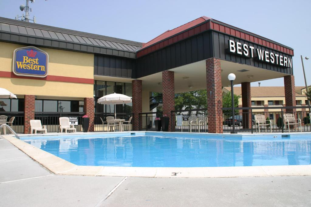 Best western center inn norfolk online booking for Best western virginia beach