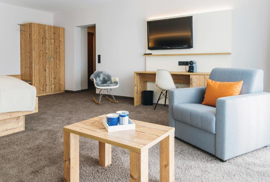 Online Service For Booking Rooms With Local Hosts