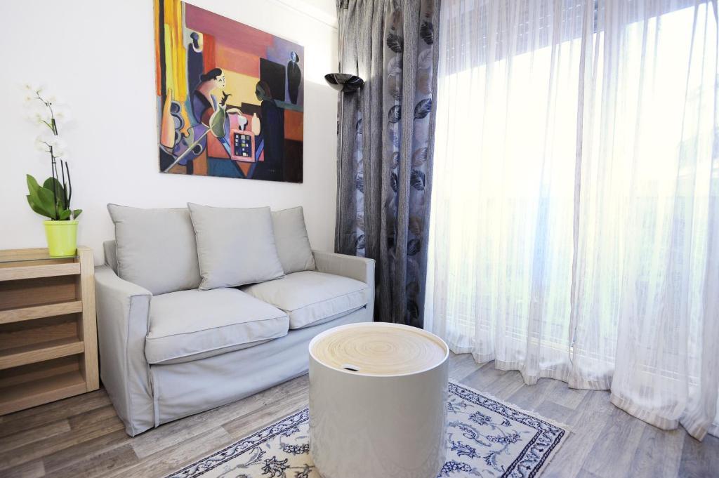 Apartment studio porte maillot paris including photos for Hotel porte maillot