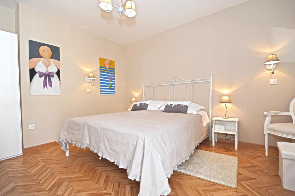 Chambres d 39 h tes tinel rooms old city center chambres d for Chambre hote ruoms