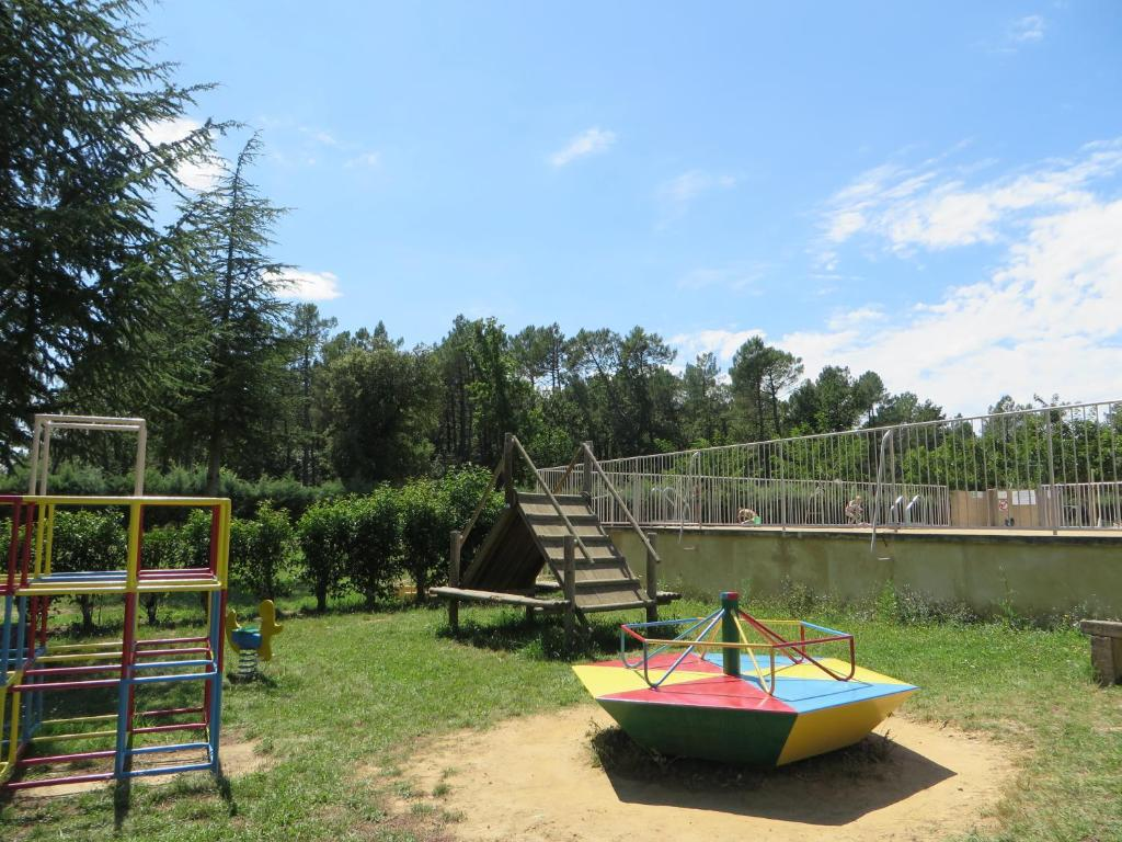 Camping la rouviere les pins campings vagnas en for Camping montelimar piscine