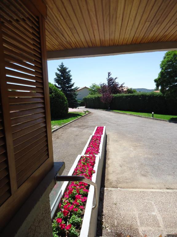El jard n de muruz bal puente la reina reserva tu hotel for Piscina hotel jardin de la reina