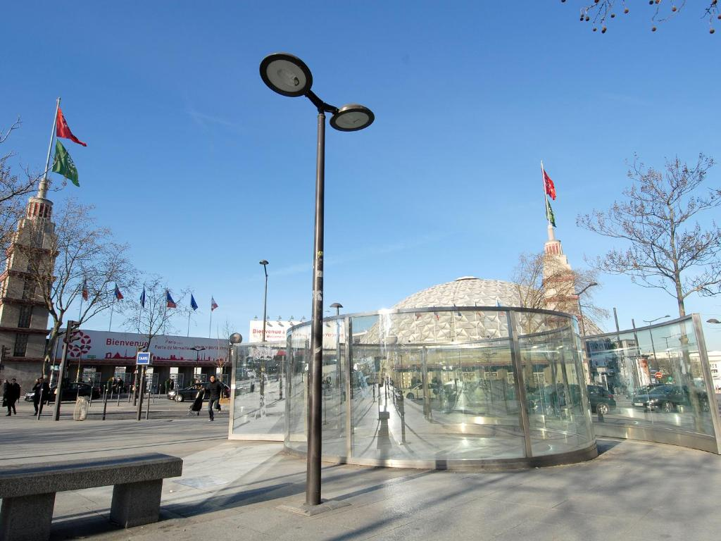 Appart 39 tourisme paris porte de versailles paris book for Tourisme versaille