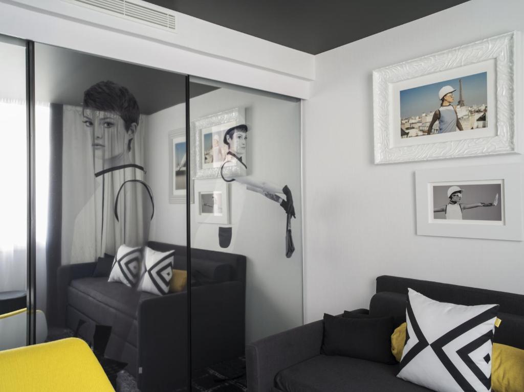 hotel ekta champs elys es paris informationen und buchungen online viamichelin. Black Bedroom Furniture Sets. Home Design Ideas