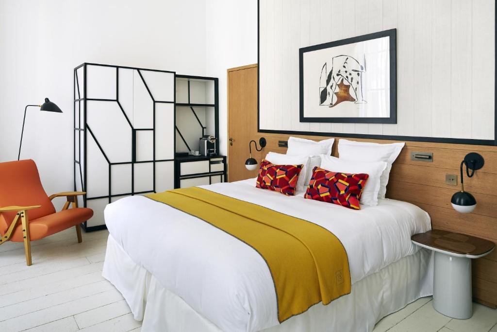 מיטה או מיטות בחדר ב-Hôtel du Ministère