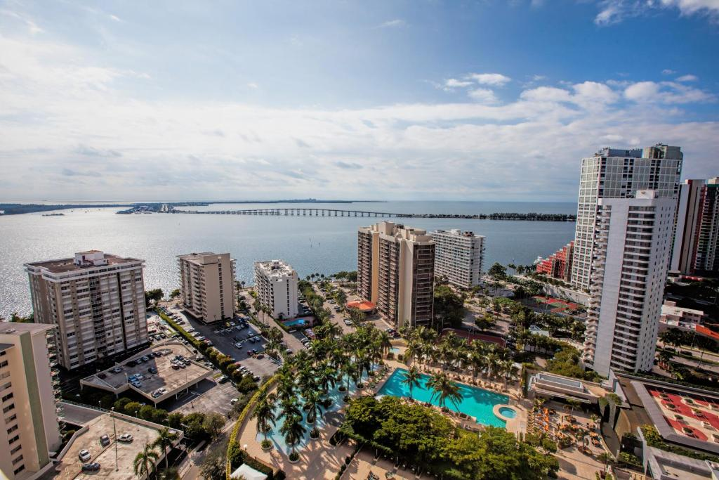 Fortune house hotel suites miami book your hotel with for 185 se 14th terrace miami fl 33131