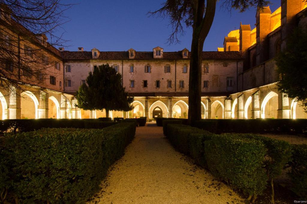 Hotel le couvent royal saint maximin la sainte baume - Restaurant cote jardin saint maximin ...