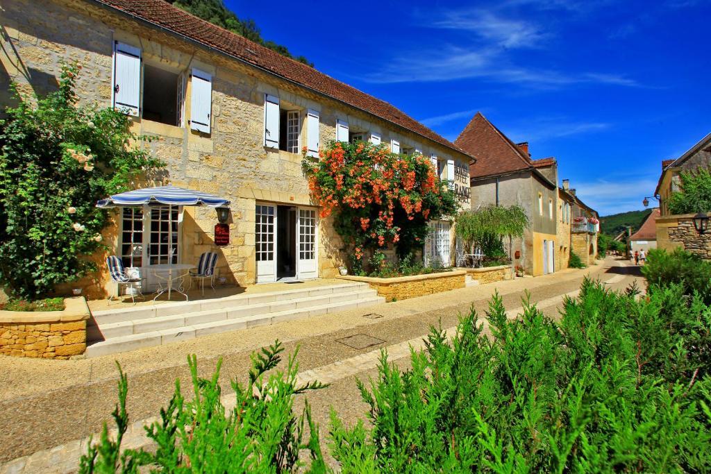 Hotel de france le bugue online booking viamichelin for Hotel de france booking