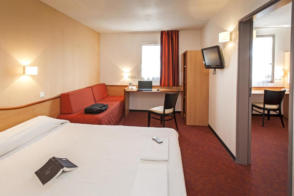 Design Air Montauban #4: 226 Guests ReviewsThis Deltour Hotel Is Located South Of Montauban City,  300 Metres From Junction 66 Of The A20 Motorway. It Offers Air-conditioned  ...