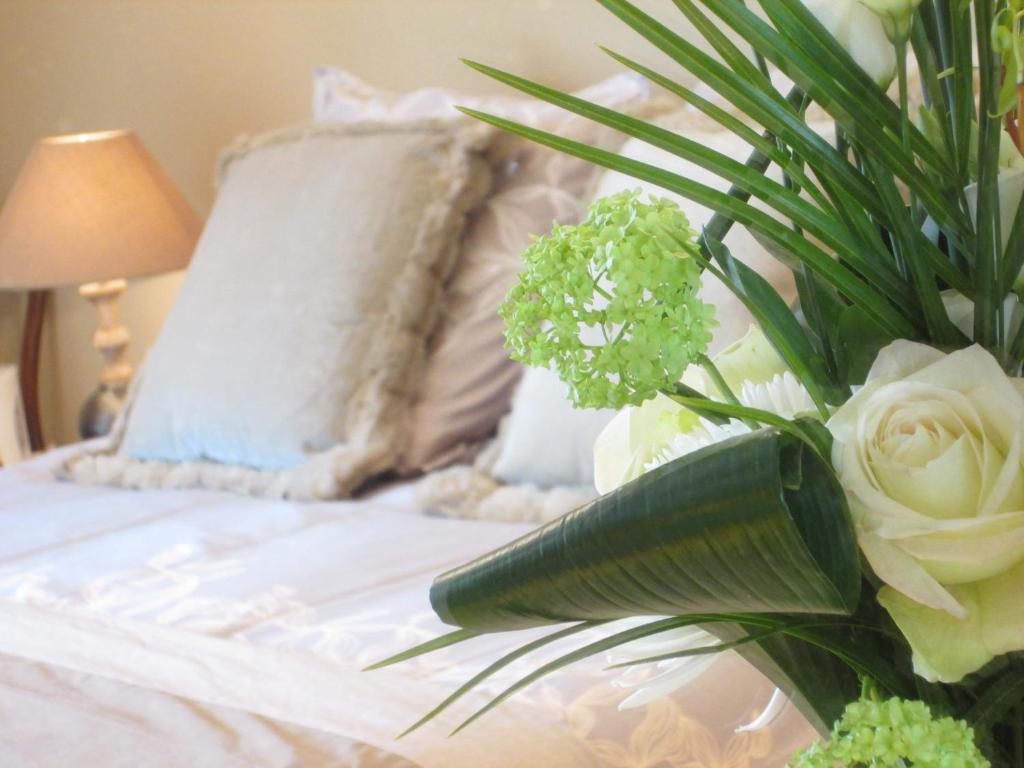 le bois ren marquise online booking viamichelin. Black Bedroom Furniture Sets. Home Design Ideas