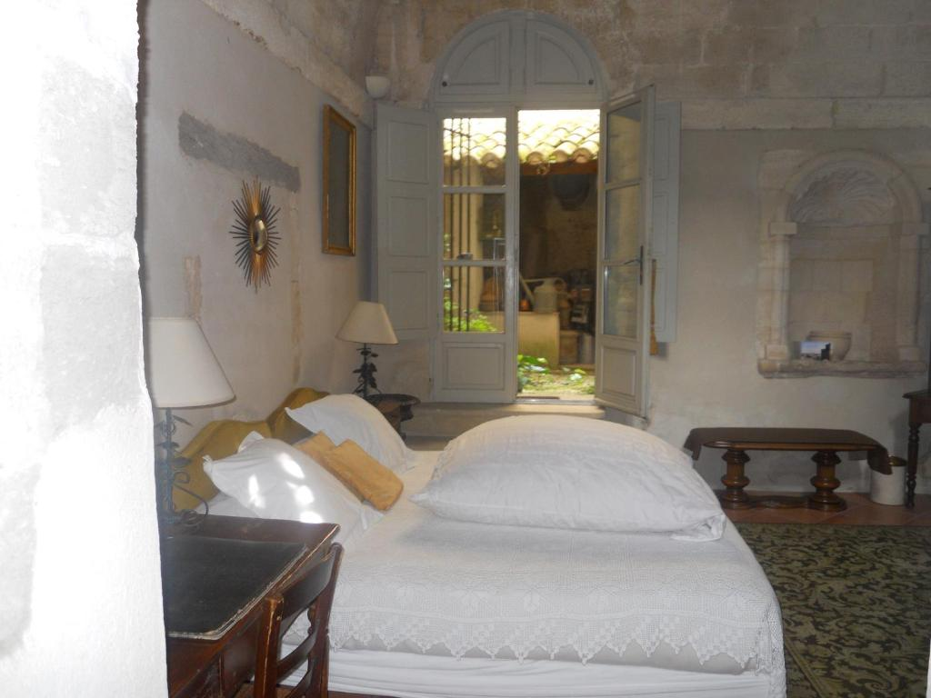 chambres d 39 h tes le cloitre du couvent chambres d 39 h tes villeneuve l s avignon dans le gard 30. Black Bedroom Furniture Sets. Home Design Ideas