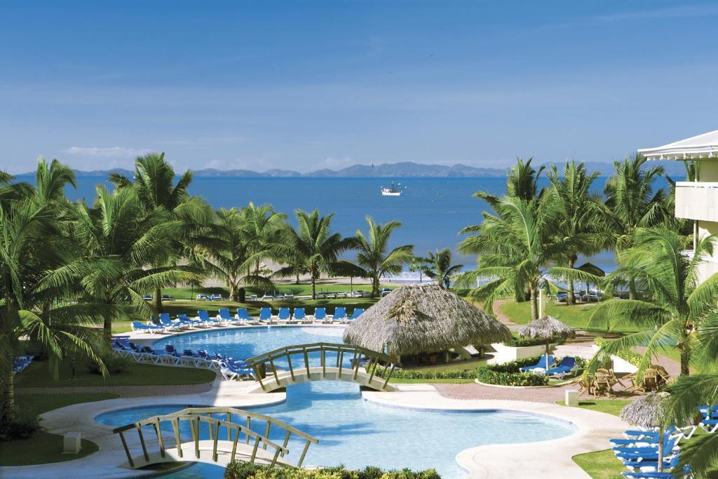 נוף של הבריכה ב-Fiesta Resort All Inclusive Central Pacific - Costa Rica או בסביבה
